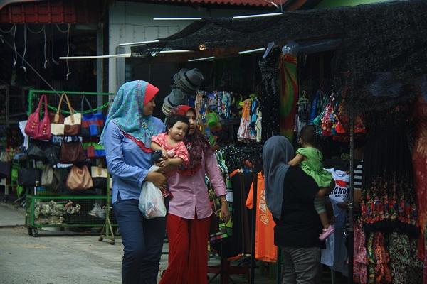 Малайки на улице Пангкора