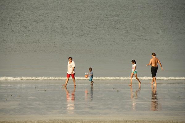 Малайская семья на пляже #PhotoBySvetlanaFonfrovich о. Пангкор