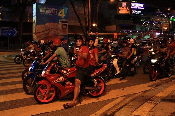 Ночные волки по малайски, мотоциклисты в малайзии, мотоциклы в малайзии, фото малайзия ночь, ночная малайзия картинки, малайзия фото и отзывы, малайзия отзывы туристов с фото, новый год в малайзии, встретить новый год в малайзии, новый год фото малайзия, новогодний куала лумпур, новый год в куала лумпуре фото, новый год в малайзии отзывы, новый год в малайзии фото, востоный новый год в малайзии, малайзия в январе, отдых в малайзии, фото малайзия, малайзия фото, куала лумпур фото, фото куала лумпура, где отдохнуть в январе, где отдохнуть в декабре, рассвет на мутной реке, отзывы о малайзии, малайзия отзывы, малайзия отзывы туристов, отзывы туристов о малайзии, об отдыхе в малайзии, как отдохнуть в малайзии