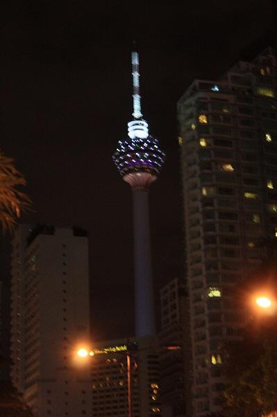Телебашня Менара в Куала Лумпуре, менара, менара малайзия, менара фото, менара картинки, менара в куала лумпуре картинки, фото менара малайзия, малайзия фото и отзывы, малайзия отзывы туристов с фото, новый год в малайзии, встретить новый год в малайзии, новый год фото малайзия, новогодний куала лумпур, новый год в куала лумпуре фото, новый год в малайзии отзывы, новый год в малайзии фото, востоный новый год в малайзии, малайзия в январе, отдых в малайзии, фото малайзия, малайзия фото, куала лумпур фото, фото куала лумпура, где отдохнуть в январе, где отдохнуть в декабре, рассвет на мутной реке, отзывы о малайзии, малайзия отзывы, малайзия отзывы туристов, отзывы туристов о малайзии, об отдыхе в малайзии, как отдохнуть в малайзии, малайзия, малайзия картинки, куала лумпур картинки