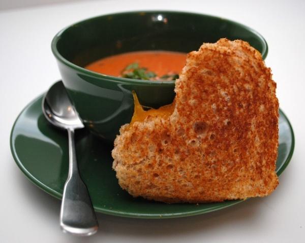 Бутерброд-сердце с плавленным сыром