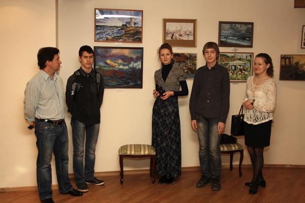 Участники выставки из студии Рисуем. Фото - Светлана Фонфрович.