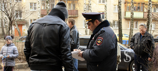 Проверка документов, резиновые квартиры. Фото - Светлана Фонфрович.