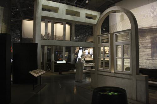 Еврейский музей и центр толерантности - фото