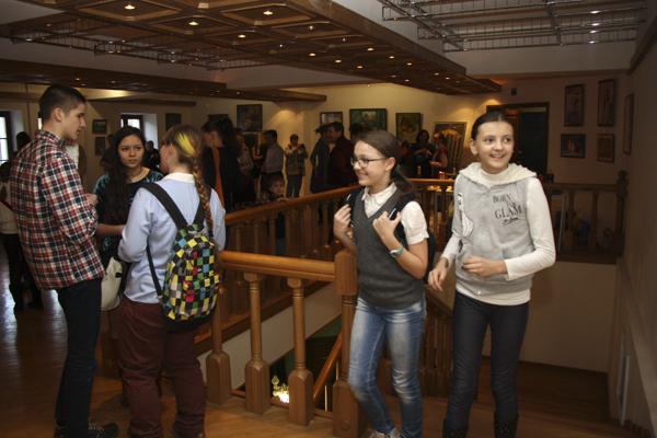 Студия-Рисуем-в-библиотеке-Боголюбова-фото-Дмитрия-Доможирова-2.jpg