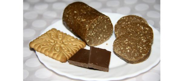 Шоколадная-колбаса-из-печенья-от-@NoorySan.jpg
