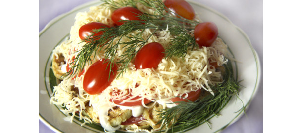 слоеный салат с баклажанами, слоеный салат из овощей, овощной салат на праздник