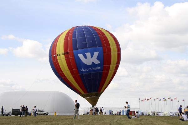 воздушный шар с корзиной, путешествие на шаре,