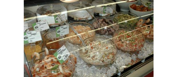 морской салат, салаты в лоточках, салаты в упаковке, готовые салаты, покупные салаты фото
