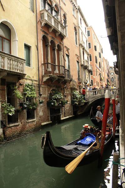 gondola foto, venecia gondola foto, pic of venecia, гондола картинки, изображение гондолы, гондола в венеции фото, улица в венеции фото, фото гондольера, гондольеры картинки, гондольер в гондоле фото, венецианский гондольер фото, венецианский гондольер картинки