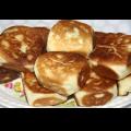 грибные пироги,жареные пирожки с грибами, пирожки с грибной начинкой, пироги жареные, пироги на тарелке, тарелка с пирогами