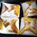 конвертики жареные с сыром, жареные ковертики с сыром на завтрак, сырные конвертики картинки, сырные конвертики фото, жареные конвертики с сыром фото, конвертики с сыром жареные рецепт, тортилья с сыром фото, тортилья с сыром картинки