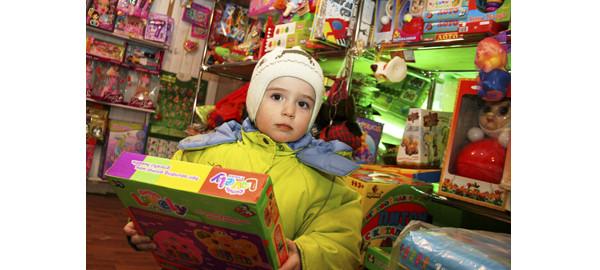 детские игры фото, детские игрушки картинки, игрушки фото, игры детей картинки, девочка с игрушкой фото, ребенок с игрушкой, магазин игрушек фото, игрушечный магазин фото