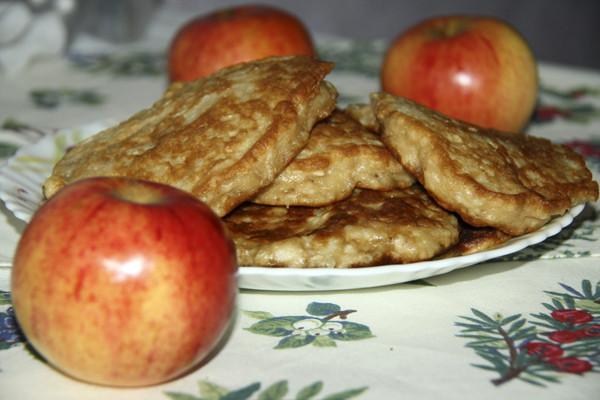 лепешки, яблочные лепешки, жареные лепешки, лепешки жареные, лепешки на сковороде, горячие лепешки, печеные лепешки, яблочное тесто, лепешки с яблоками, лепешки из яблок, жареные яблочные лепешки, лепешки жареные с яблоками