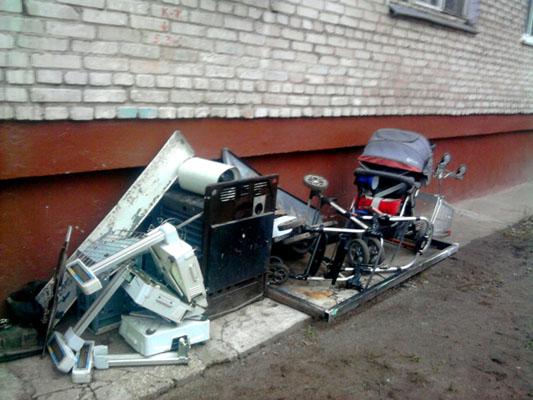 помойка под окнами, мусор в малаховке