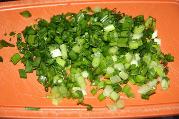 зеленый лук, лук в окрошку, лук зеленый резаный, лук для окрошки, рецепт окрошки