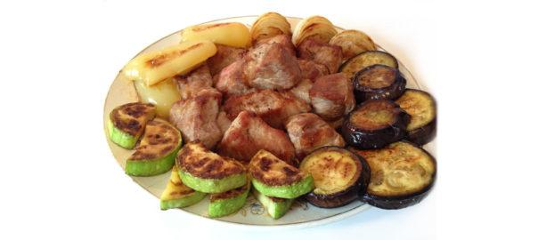 мясо с жареными овощами